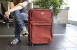 człowiek z walizką